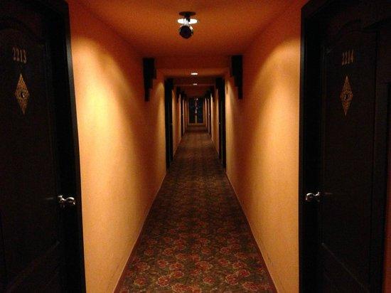 Imm Fusion Sukhumvit: corridoors on first floor - no lift