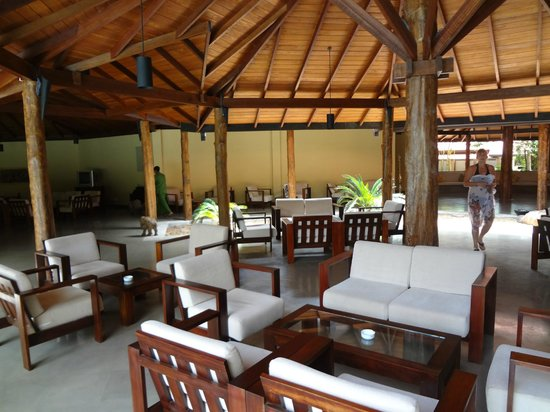 Hotel Sigiriya: outdoor lounge area