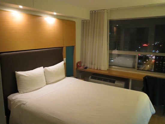 Bond Place Hotel: Comfortable bed