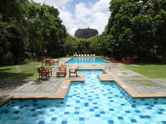 Hotel Sigiriya: signature view from lounge