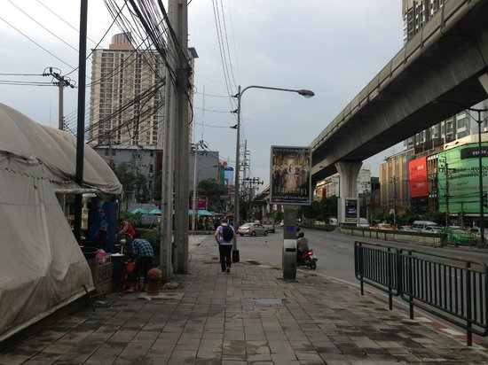 Imm Fusion Sukhumvit: Local area of hotel. very close after you cross the road.
