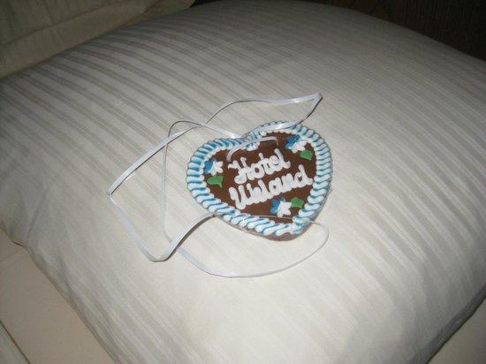 Hotel Uhland: Lebkuchen on each pillow