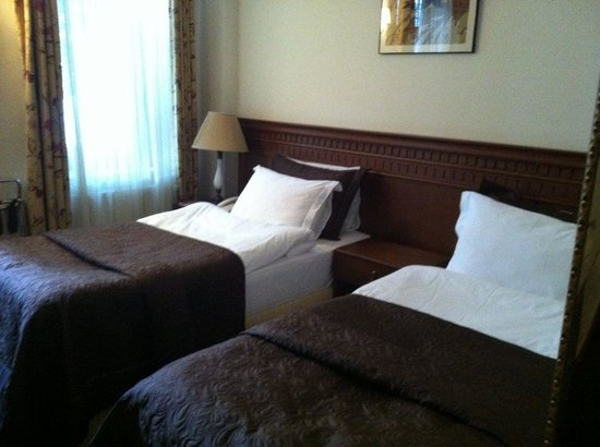 Dila Suites: Bedroom