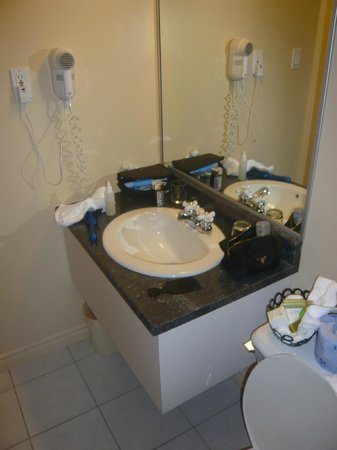 Hotel Clarendon: tiny sink for 2?