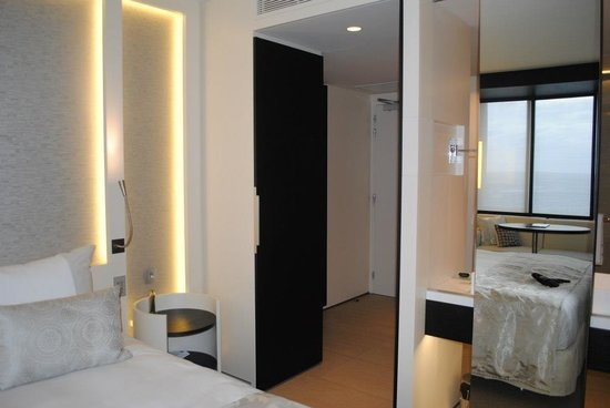 The Hotel - Brussels: Lien avec salle de bain