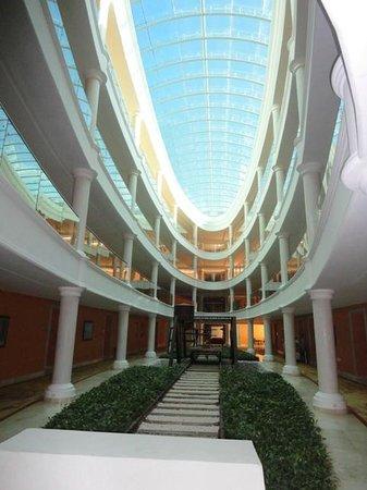 Iberostar Grand Hotel Bavaro : Couloire