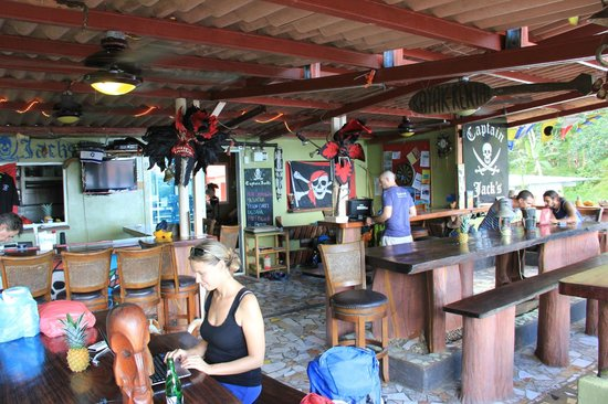 Captain Jack's Hostel: Restaurant at Captain Jakcs