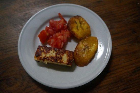 La Mariposa Spanish School and Eco Hotel: Breakfast - cheese, tomato and plantain