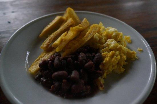 La Mariposa Spanish School and Eco Hotel: Breakfast - plantain, egg, beans