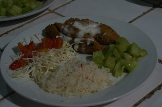 La Mariposa Spanish School and Eco Hotel : Dinner - Fried tomale with veggies