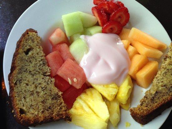 808 Bistro: yogurt parfait and banana bread