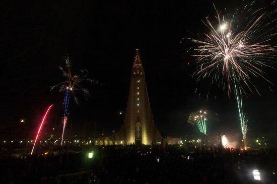 Hotel Leifur Eiriksson : view from window 2 Happy New Year!