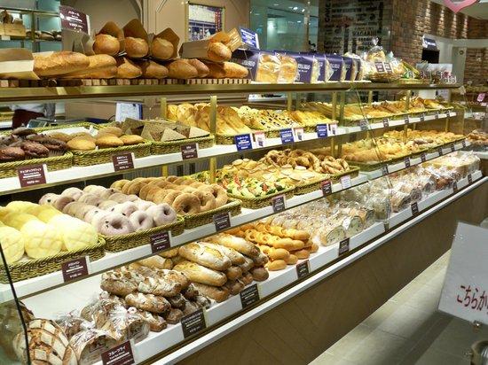 Tokyo Central Railway Station: Bread!