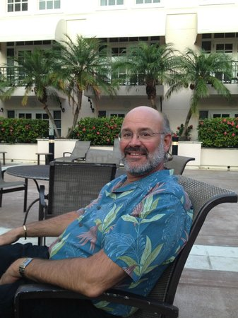 Hyatt Regency Coral Gables: Relaxing by the pool before dinner!