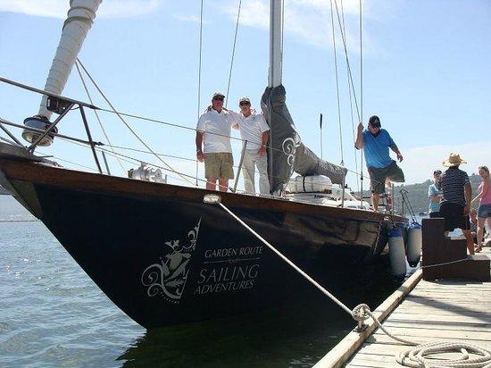 كنيسنا, جنوب أفريقيا: Skippers John Young & Mark Orpen on SV Mercury (SA3)
