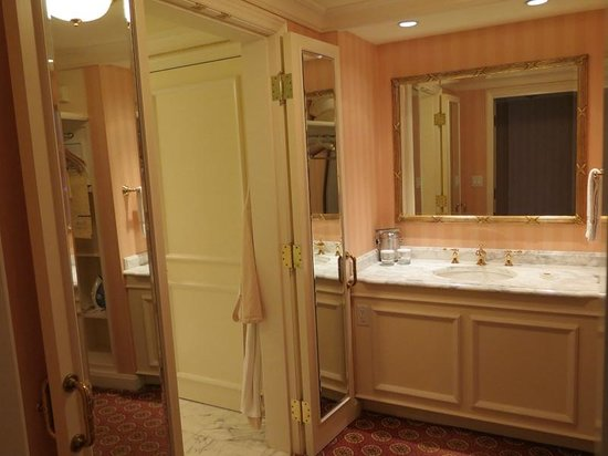 Grand America Hotel : King Premier Room bathroom