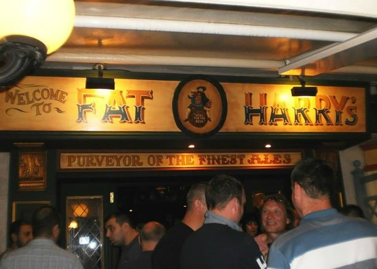 Fat Harry's Pub: Entrance to the pub.