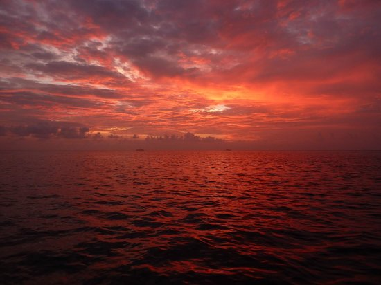 Biyadhoo Island Resort: Sunset from fishing trip boat.