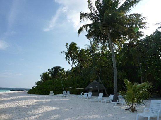Biyadhoo Island Resort: Right hand view from room (10 seconds away).