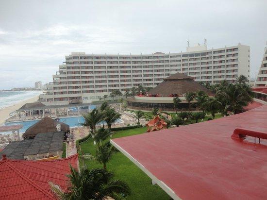 Crown Paradise Club Cancun: Vista do apartamento