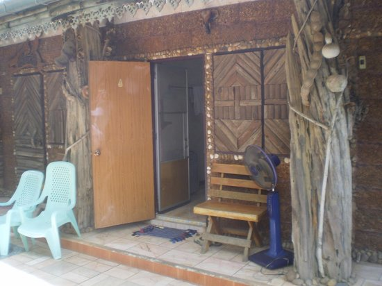 Three j guesthouse: entrée chambre