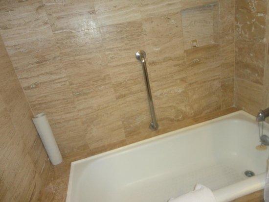 Crown Paradise Club Cancun: Banheiro