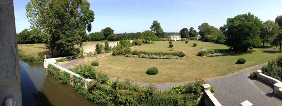 Chateau de Vouilly: View of the gardens