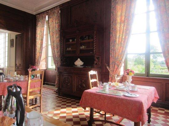 Chateau de Vouilly: Breakfast views (breakfast is included)