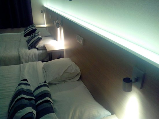 Univers Hotel & Brasserie: Chambre double lit 2