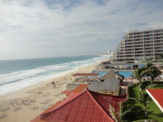 Crown Paradise Club Cancun: Vista do quarto