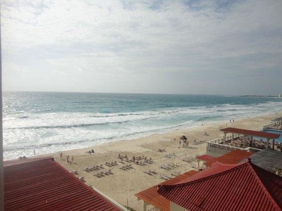 Crown Paradise Club Cancun: Praia