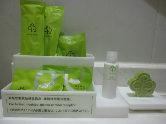 Park City Hotel-Tamsui Taipei: Closeup of bathroom amenities.