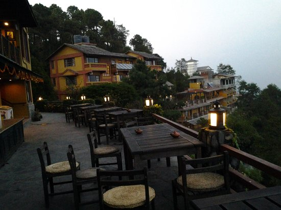 Hotel Country Villa : view from restaurant patio in the evening