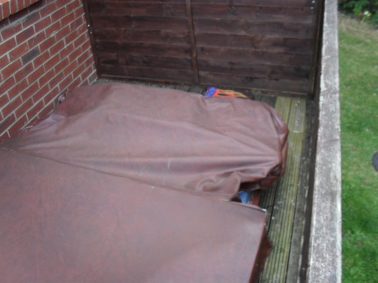 Gurnard Pines: Hot tub cover???