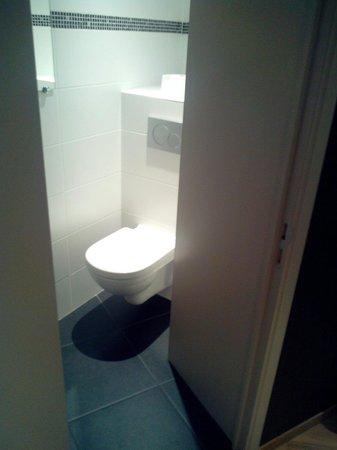 Univers Hotel & Brasserie : Attention au WC en hiver c'est une torture de s'assoir dessus. Il n'y a pas de chauffage la deda