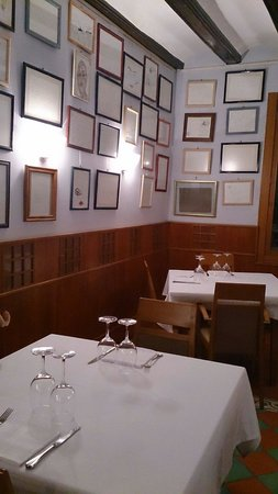 San Nicolas: Picture of the restaurant covered with frames signed by numerous artists such as Pedro Almodovar