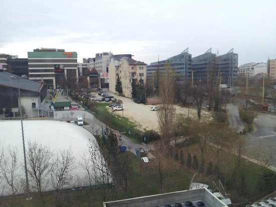 Novotel Budapest City: View out of our bedroom - local sports facilities and shopping mall