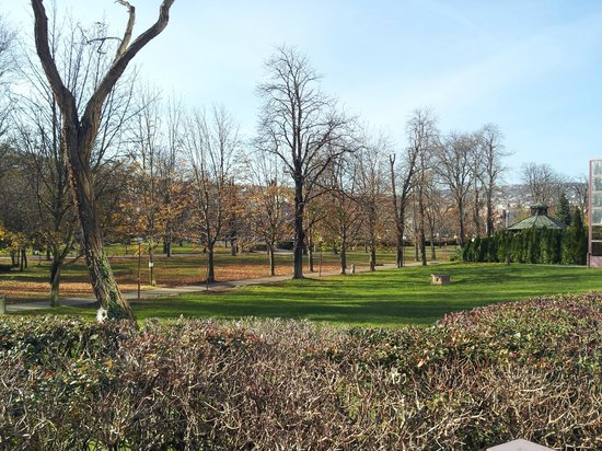 Novotel Budapest City: Local park next door
