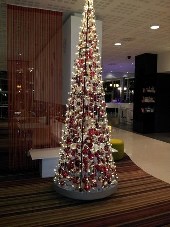 Novotel Budapest City Hotel : Christmas decor in Reception