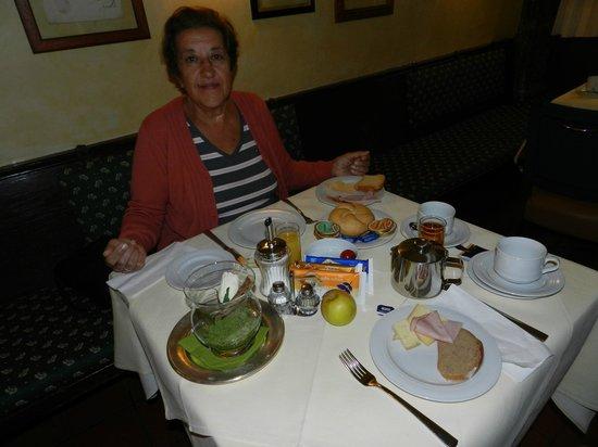 Hotel Weißes Kreuz: desayuno