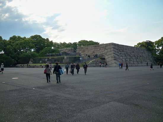 The East Gardens of the Imperial Palace (Edo Castle Ruin): Old structure