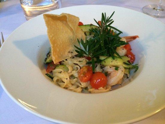 Alpino cucina e vino: The starter of tagliatelle with garlic prawns