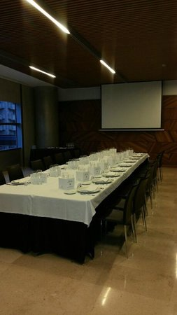 Hotel Reina Petronila : Salón Ribagorza. Antes de empezar a comer