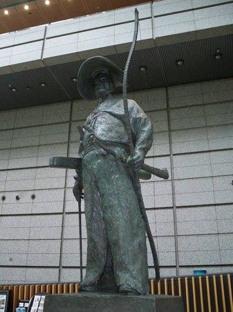 Tokyo International Forum : Standing guard