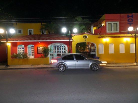 El Acuario Hotel: Vista de afuera