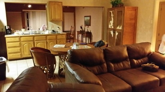 Flying L Hill Country Resort: Cabin 42