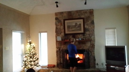 Flying L Hill Country Resort: Fireplace was great