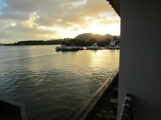 Novotel Suva Lami Bay: Late afternoon bay picture from our room.