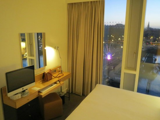 DoubleTree by Hilton Hotel Amsterdam Centraal Station: Bedroom