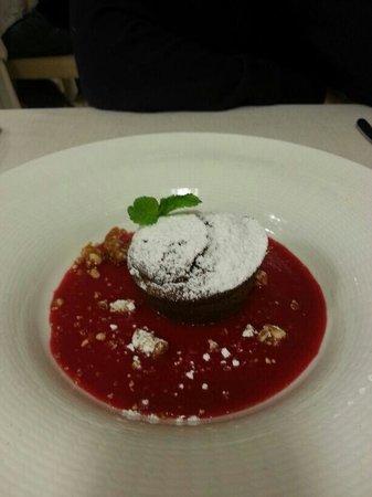Elliot Hotel & Ristorante: Soufflè di cioccolato con mirtilli caldi